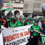 I colori della Filca Cisl a Roma, alla manifestazione dei lavoratori delle costruzioni #15marzo